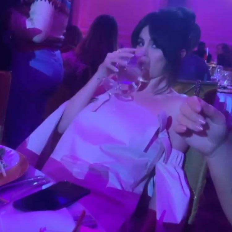 Selena Gomez looks drunk as she confesses she cannot move her arms; Watch the hilarious videos