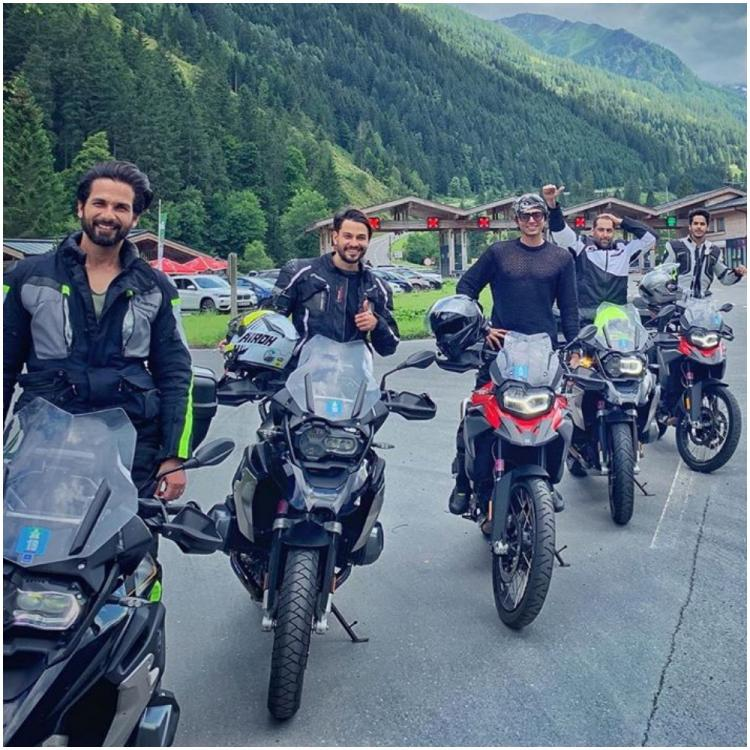 Shahid Kapoor, Kunal Kemmu & Ishaan Khatter strike a cool pose as their trip comes to an end; See Pic