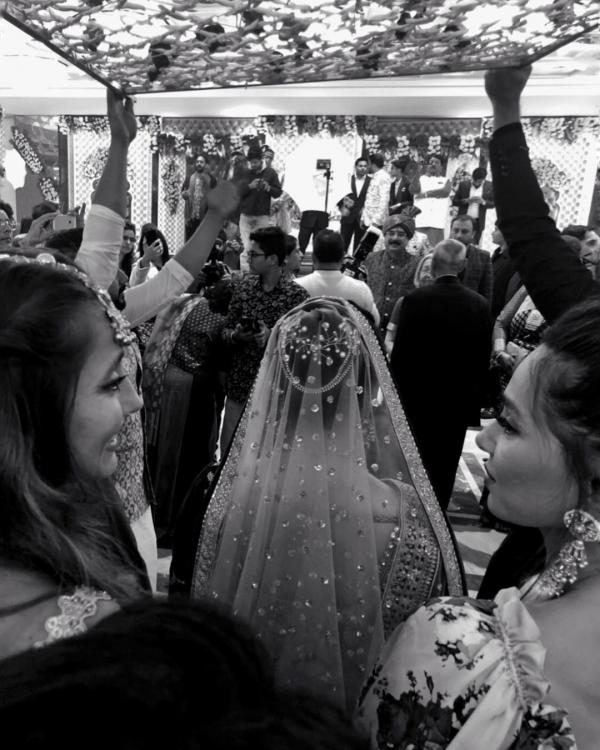 Shibani Dandekar and Anusha Dandekar share heartwarming posts for sister Apeksha as she gets married