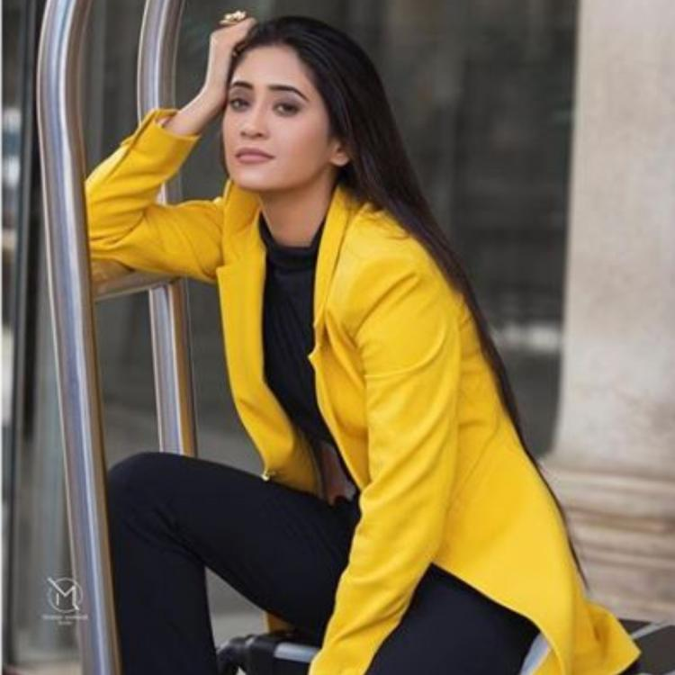 Shivangi Joshi looks stunning as she puts together a black and yellow ensemble, view PIC