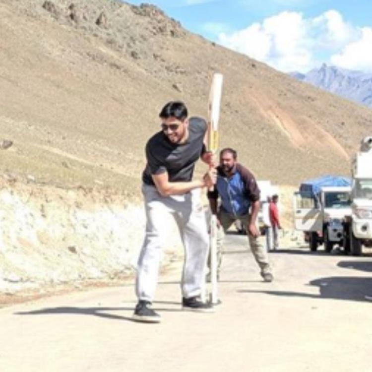 Sidharth Malhotra takes some time off & plays cricket on the sets of Shershaah; View PICS