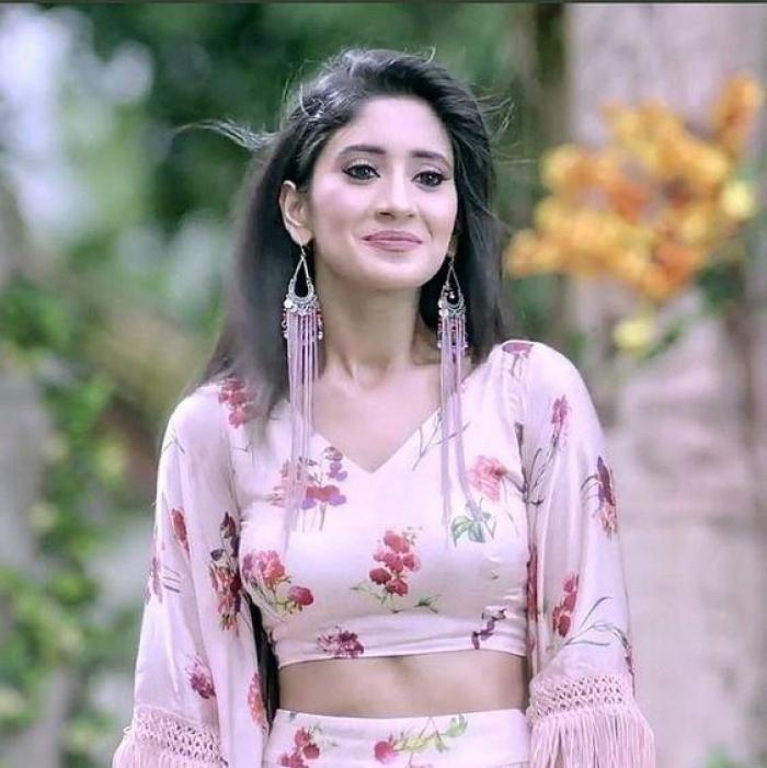 VIDEO: All work and play is Yeh Rishta Kya Kehlata Hai fame Shivangi Joshi's mantra for life; Check it out