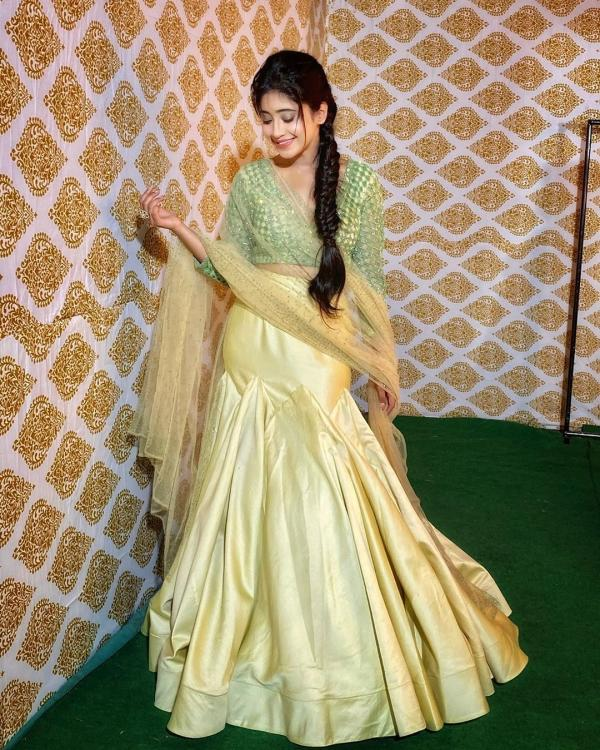 Yeh Rishta Kya Kehlata Hai's Shivangi Joshi pulls off green and golden traditional outfit with grace; View Pic