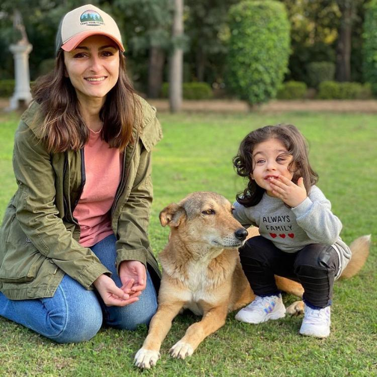 Soha Ali Khan and Inaaya Naumi Kemmu look delightful as they enjoy their play date at a park; Check it out