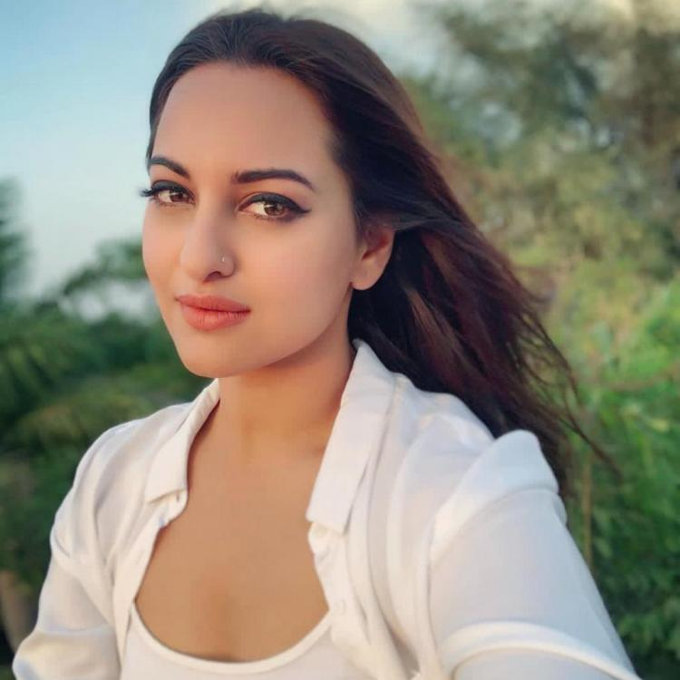 Sonakshi Sinha's fans are confused as the #AsliSonaArrested trends on Twitter