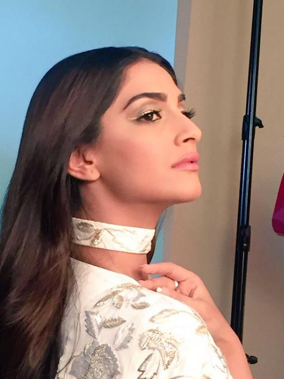 White Hot! Sonam Kapoor Looks Stunning at the Cannes 2016 ...