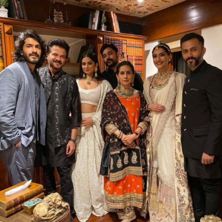 Sonam Kapoor, Anand Ahuja, Anil Kapoor, Rhea and others pose for the Diwali photo of the year; Check Out