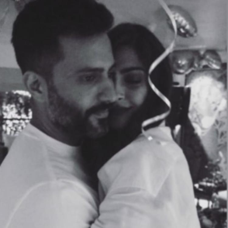 Sonam Kapoor shares an adorable picture with husband Anand Ahuja & we are in awe of it