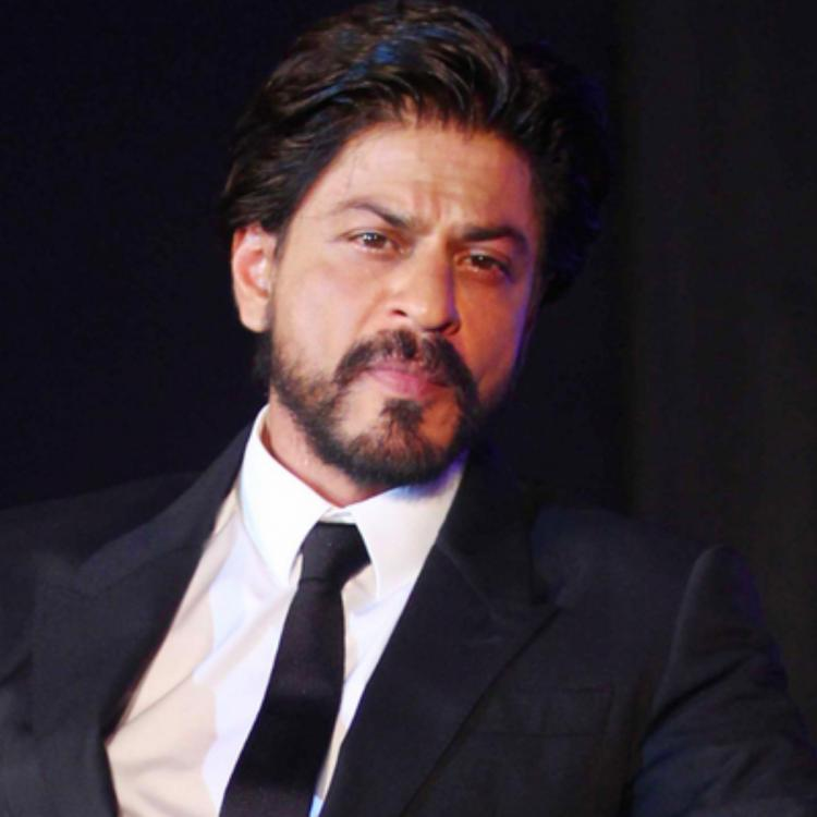 Shah Rukh Khan tells a Twitter user 'Main Khud Bollywood Hoon' and fans agree to every bit of it