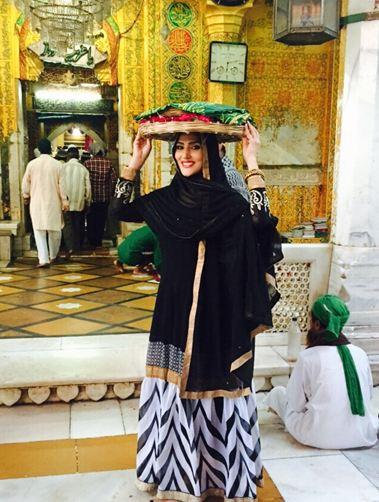 Pic alert sudeepa singh pays obeisance at the ajmer sharif dargah pic alert sudeepa singh pays obeisance at the ajmer sharif dargah thecheapjerseys Image collections