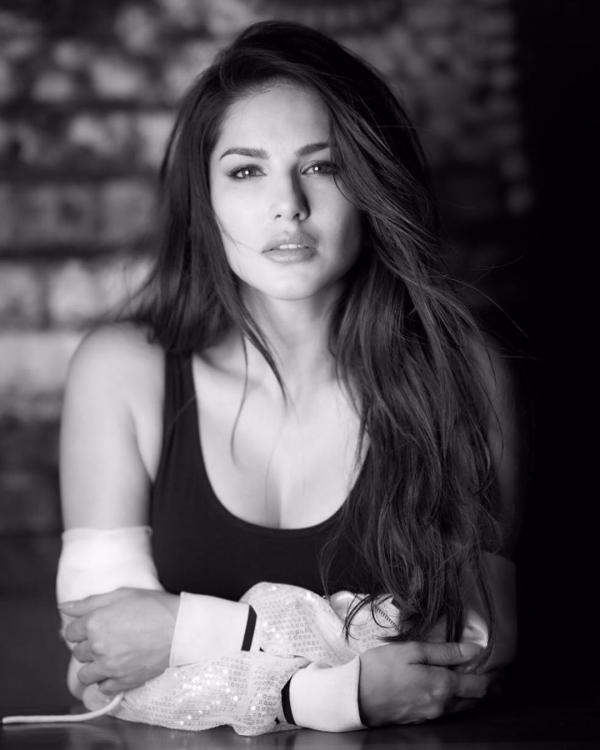 Sunny Leone cancels her performance in musical Broadway Abhimanyu due to payment issues