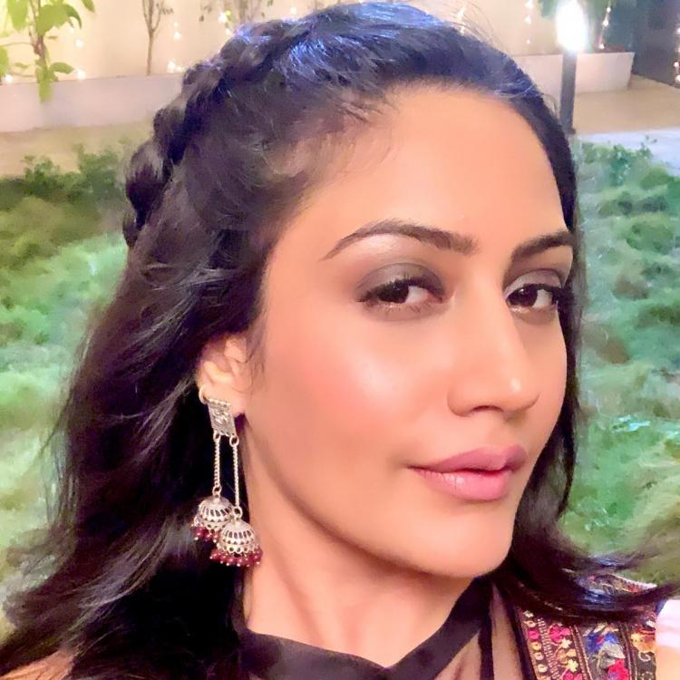 Sanjivani actress Surbhi Chandna gives herself the credit for her cool latest selfie; Check it out