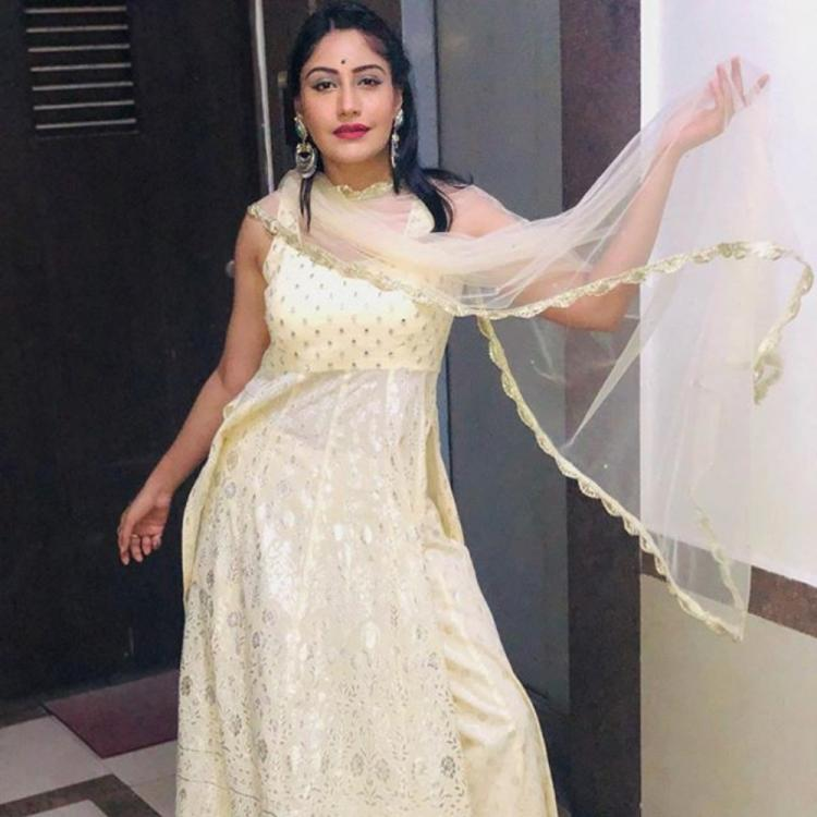 Sanjivani 2's Surbhi Chandna looks ethereal in ethnic outfit as she poses after Lalbaugcha Raja Ganesh Darshan