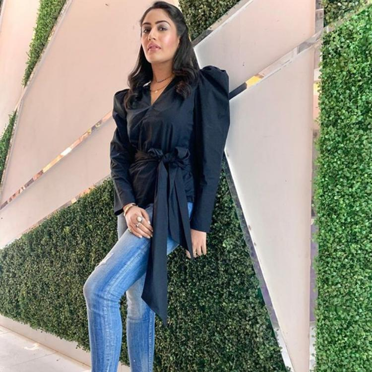 PHOTOS: Sanjivani's Surbhi Chandna is the stunning beauty in black she enters the weekend on a stylish note