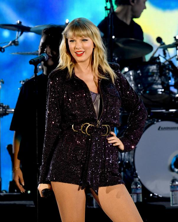 Scooter Braun and Scott Borchetta of Big Machine Records currently own Taylor Swift's master recordings.