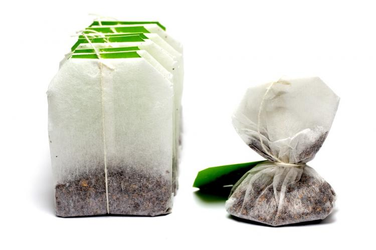 THIS is how you can use used tea bags for your beauty woes