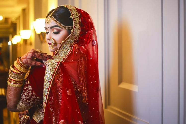 Here are 7 things that you should never discuss with a bride a month before her big day