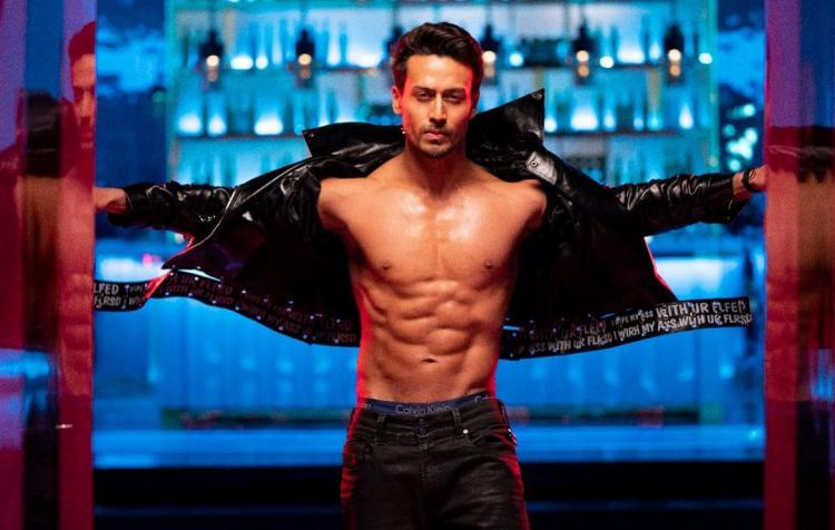 After Disha Patani, Tiger Shroff performs a backflip on loop &we don't know who did it better; WATCH