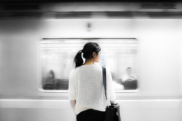 Bored of travelling for hours? Doing THESE things will make your commute more  productive
