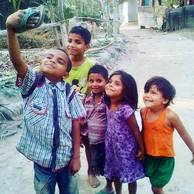 Amitabh Bachchan, Suniel Shetty and more are touched by this picture of innocent kids