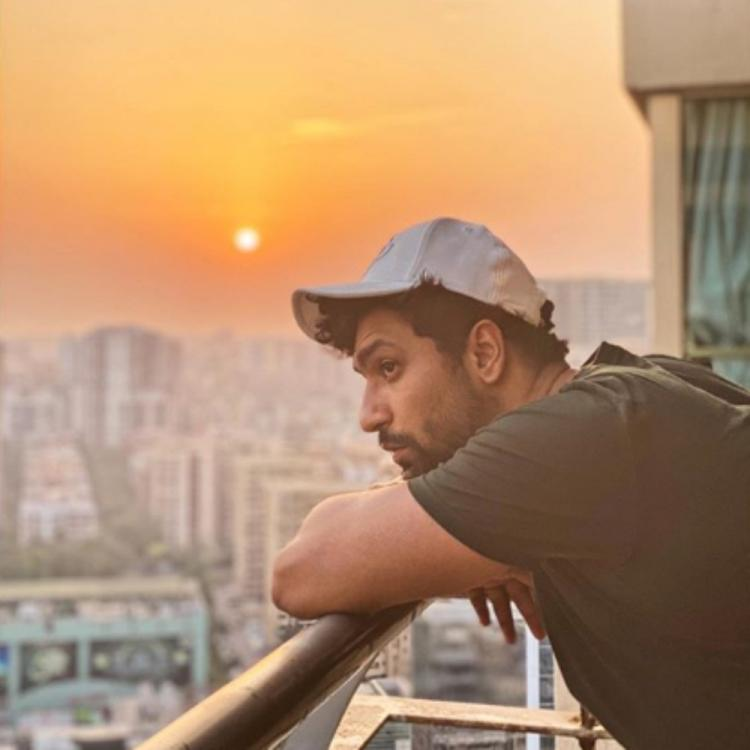 Vicky Kaushal makes the most of his self quarantine period gazing at the sky amid Coronavirus crisis; See PIC