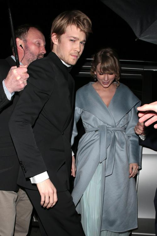 Taylor Swift got a sweet kiss from Joe Alwyn as her name was announced as Best Solo Act at the 2020 NME Awards.