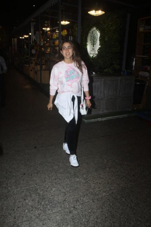 Sara Ali Khan running through the crowd at the airport has fans hoping she is off to see Kartik Aaryan