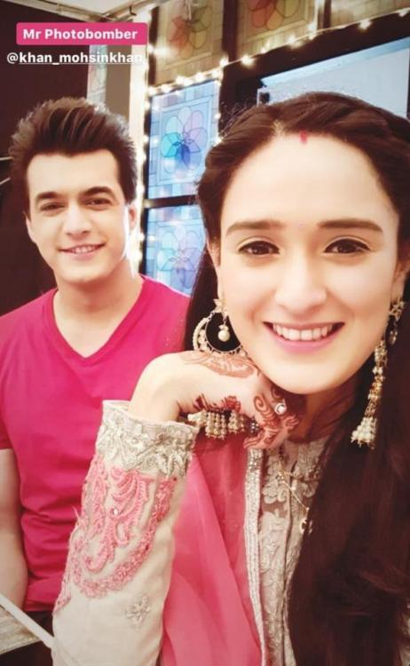 Yeh Rishta Kya Kehlata Hai: Mohsin Khan photo bombing Pankhuri Awasthy's selfie session is every co-star ever