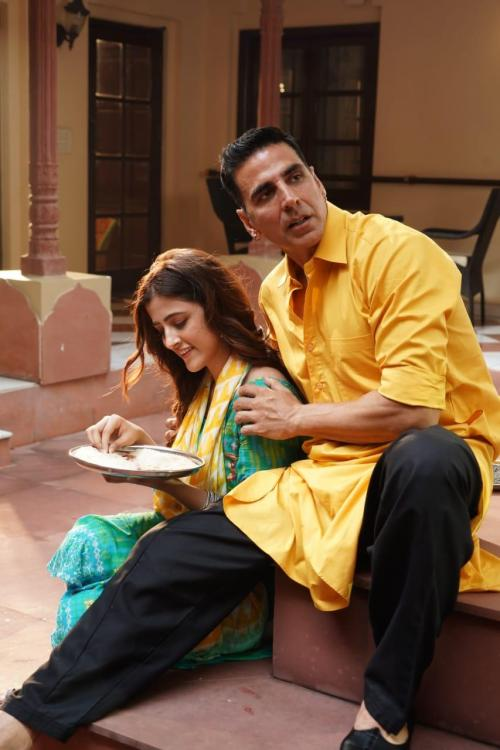 Filhall: Akshay Kumar makes his music video debut with Nupur Sanon and we can't stop listening to it on loop