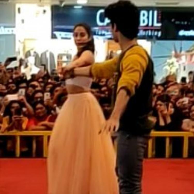 When Janhvi Kapoor and Ishaan Khatter danced on Dhadak's title track and sent fans into a frenzy; WATCH