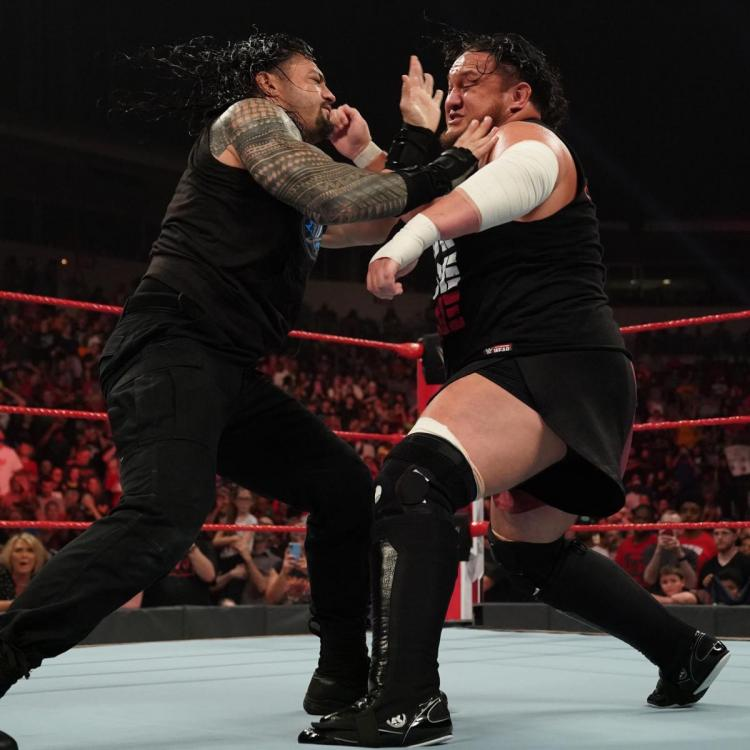 Roman Reigns was attacked backstage by Samoa Joe before the Samoan Summit on Monday Night Raw.