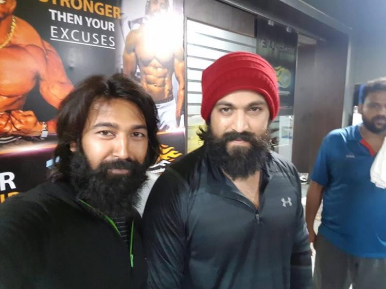 KGF star Yash's doppelganger is blowing our minds; See Photos