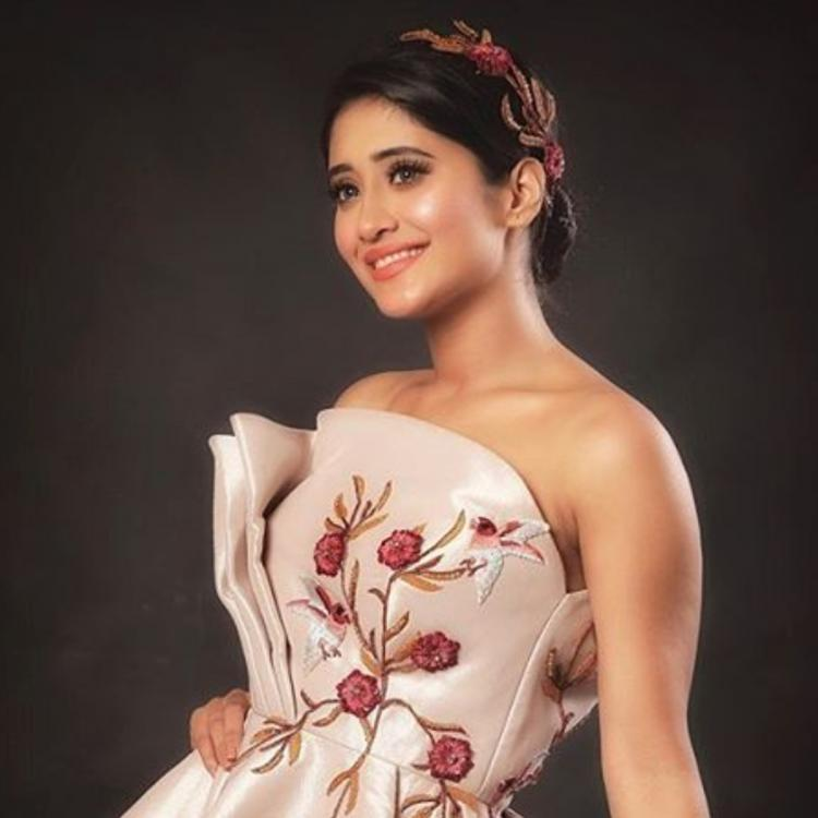 Yeh Rishta Kya Kehlata Hai's Shivangi Joshi is spending quality time with family; drop-in questions for her