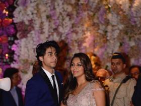 Photos,gauri khan,SRK,Aryan Khan,Akash Ambani-Shloka Mehta Engagement Party
