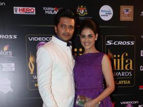 News,genelia d'souza,Ritiesh Deshmukh,IIFA Green Carpet,Preeti and Neeti Simoes