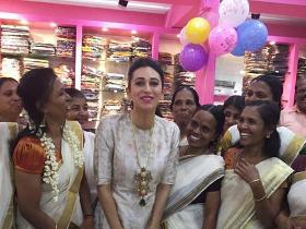 Photos,karisma kapoor,onam