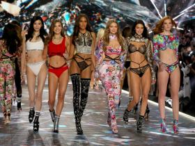 Celebrity Style,fashion show,gigi hadid,Kendall Jenner,Bella Hadid,victorias secret,supemodels