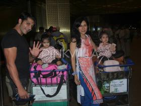 Karanvir Bohra,Teejay Sidhu,photos,bella and vienna