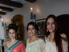 Photos,kajol,tanisha,Zarine Khan iftar party