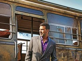 akshay kumar,Nimrat Kaur,Airlift,Box Office