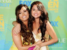 Selena Gomez,Demi Lovato,Hollywood
