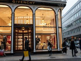 Celebrity Style,versace,Givenchy,Coach,fashion news,chinese
