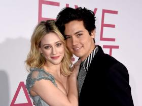 Riverdale,Lili Reinhart,Hollywood,Cole Sprouse