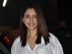 Rakul Preet Singh,South,Angrezi Medium