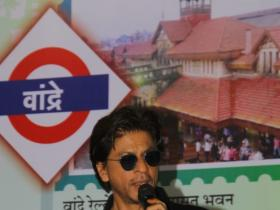 News,shah rukh khan,Bandra Railway Station