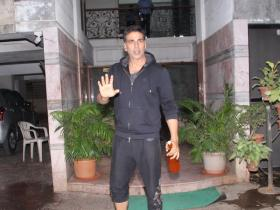 Akshay Kumar and wife Twinkle Khanna spotted outside Ritesh Sidhwani's office
