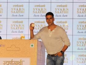 Akshay Kumar attends an event in style