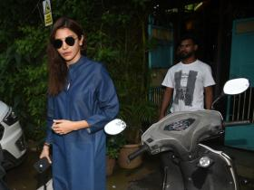 Anushka Sharma gets snapped by the paps in the city