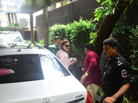 Jacqueline Fernandez is all smiles while getting papped in the city