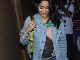 Janhvi Kapoor gets clicked by the shutterbugs at Juhu PVR